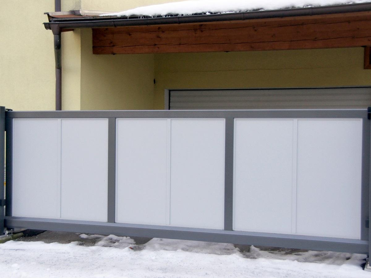 Portail coulissant autoportant > Flat Design - PLEIN